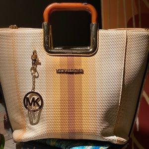 Luxury Michael Kors Bag w/ shoulder chain